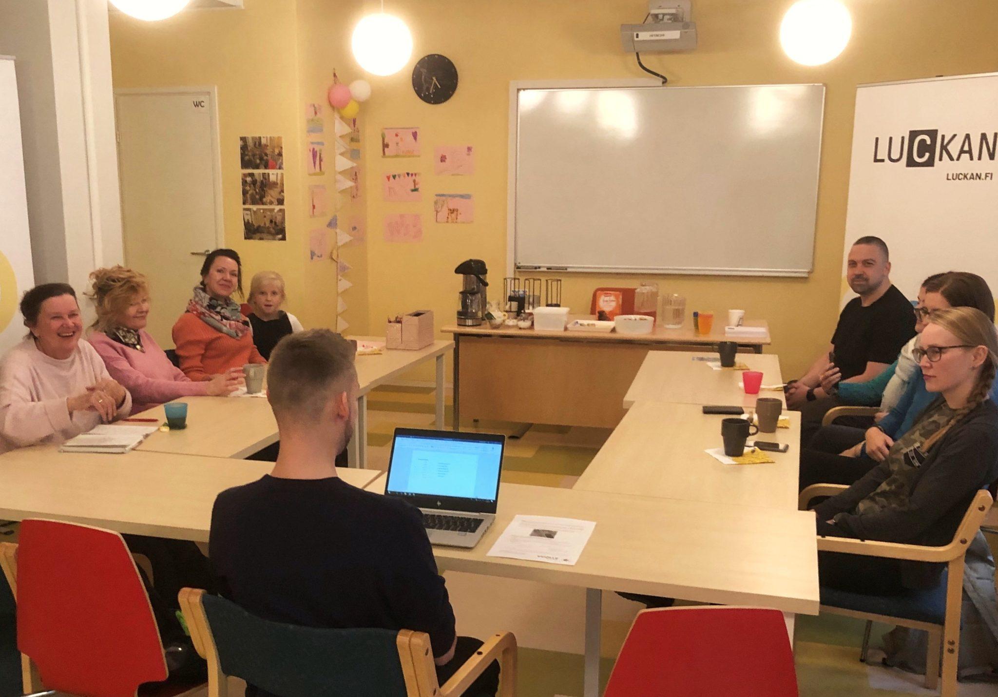 Nya språkcafén på svenska och finska i Uleåborg