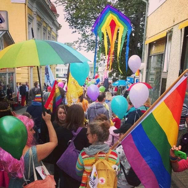 Luckan Raseborgs prinsessor marscherade för allas lika rättigheter i Västnyland!